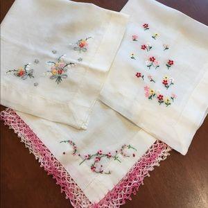 3 Vintage Embroidered Ladies Handkerchiefs.
